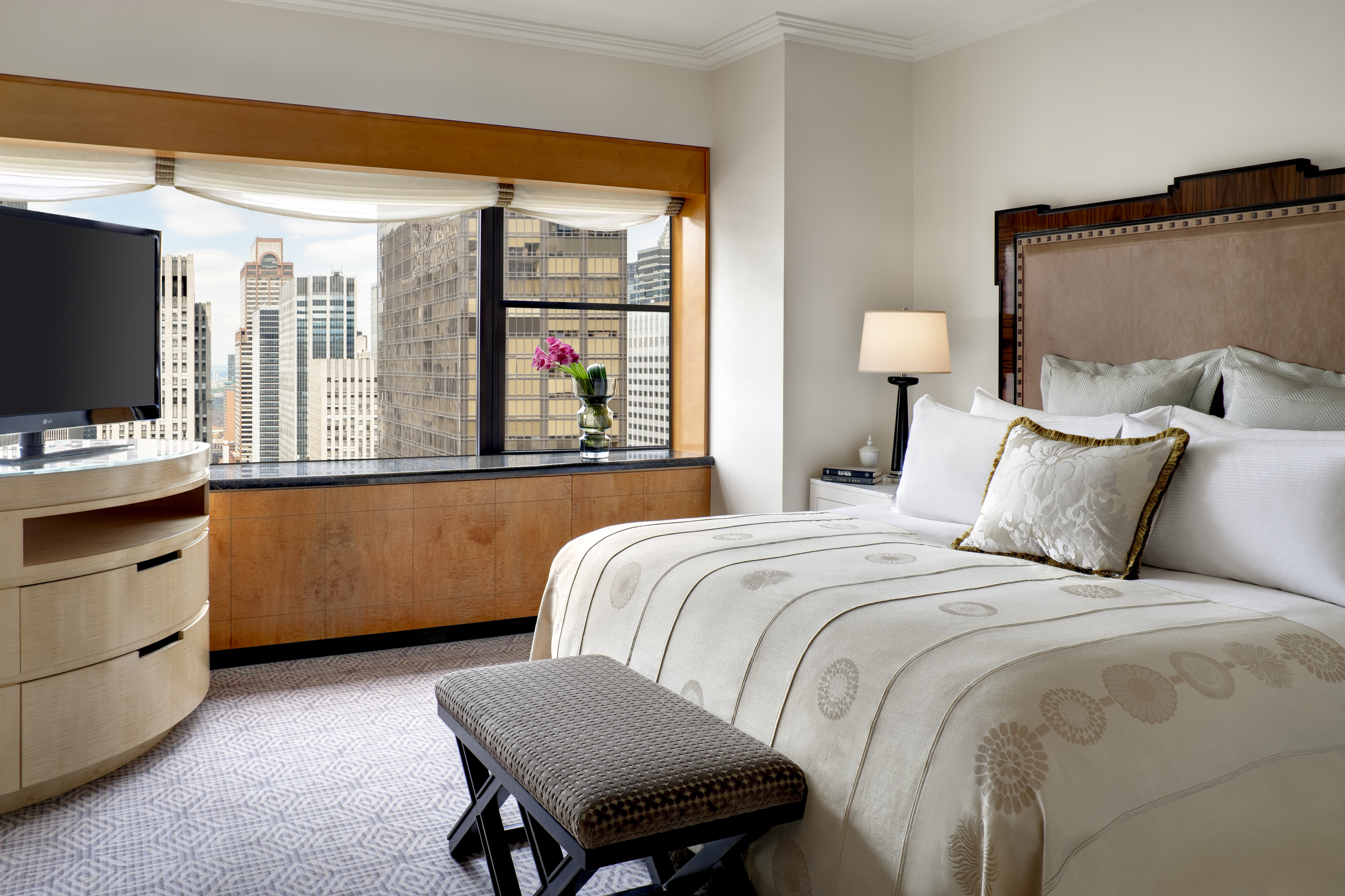 Treat yourself to a suite weekend in the city midtown manhattan cullen meyer brooklyn new york 50s solutioingenieria Images