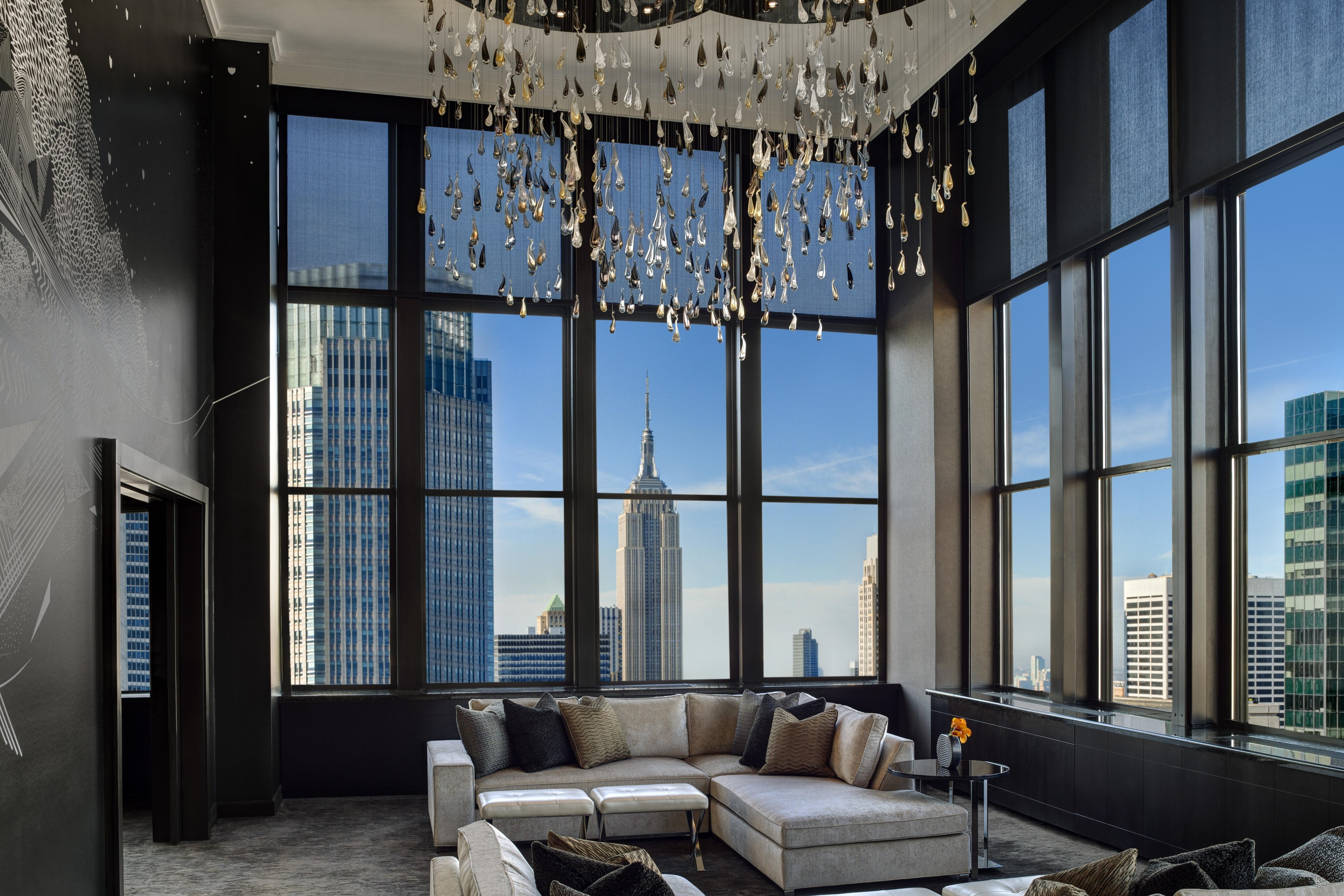 Summer like a local at lotte new york palace and the towers escape to the city and summer like a local at lotte new york palace and the towers to find yourself exploring the very best the city has to offer and solutioingenieria Gallery